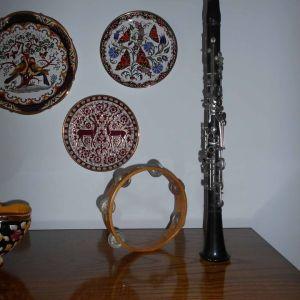 2 Μουσικά Όργανα (Κλαρίνο και Ντέφι) για διακόσμηση, (κλαρίνο 0,67 cm) & (Ντέφι 0,21 cm). Όλα μαζί.