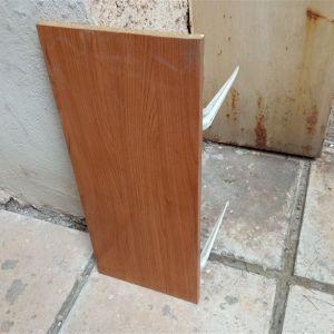 Ράφι ξύλινο με τα στηρίγματα