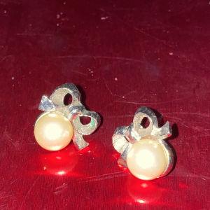 Σκουλαρικια φιόγκους με μαργαριταρι