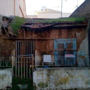 Οικόπεδο 62τμ  με κατοικία μη κατοικήσιμη στη Νίκαια κοντά στην Πλατεία Χαλκηδόνας