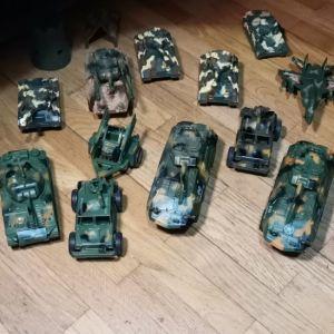 Στρατιωτάκια, τανκς και άλλα