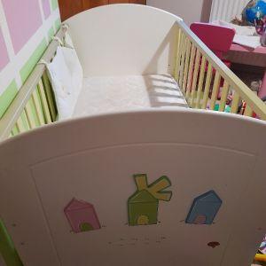 Παιδικό κρεβατάκι και κούνια