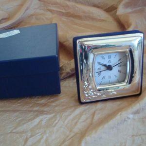 Ασημένιο ρολόι