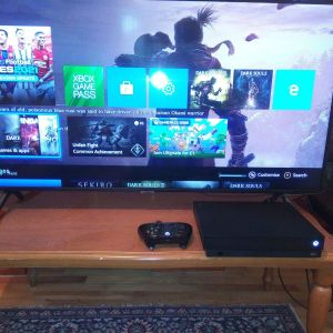 XBOX ONE X ME 70 GAMES
