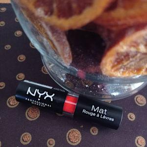 Ματ κραγιόν NYX στην απόχρωση indie flick!