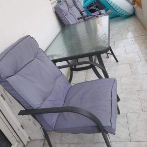 Τραπέζι με καρέκλες μπαλκονιού