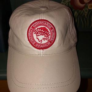 Καπέλο του Ολυμπιακού με δερματίνη