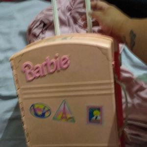 Barbie βαλίτσα τρόλευ Με έπιπλα