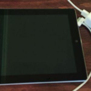 iPad 2 Wi-FI 16GB Μαυρο ΕΞΑΙΡΕΤΙΚΗ ΚΑΤΑΣΤΑΣΗ.ΔΩΡΟ Ο ΦΟΡΤΙΣΤΗΣ ΚΑΙ ΤΟ ΚΑΛΩΔΙΟ!!