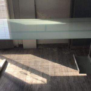 Γυάλινο Γραφείο