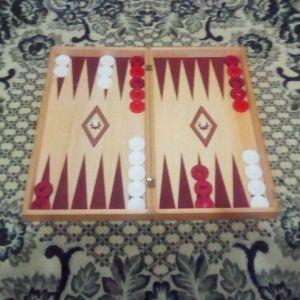 Καινουργιο ταβλι+σκακι 2 σε 1 μεγαλων διαστασεων αξιας 30€ στην συμβολικη τιμη 10€
