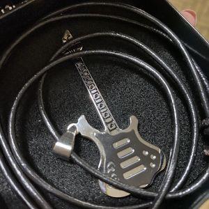 Κολιέ ασημένια κιθάρα σε κουτάκι