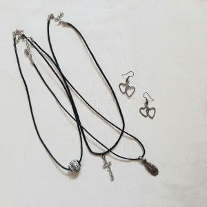 Κολιέ και σκουλαρίκια