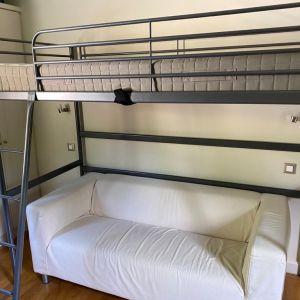 Πωλείται κρεβάτι-σοφίτα με το στρώμα του, σε εξαιρετική κατάσταση