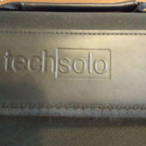 Τσάντα techsolo με διαστάσεις 21 x 28,6 x 12 cm