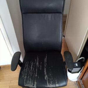 Καρέκλα γραφείου (χρειάζεται αλλαγή η ταπετσαρία στο κάθισμα)