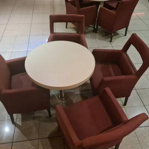τραπέζι με 4 πολυθρόνες