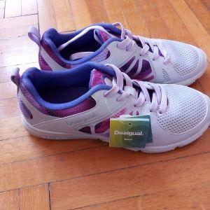 Καινούρια (με την ετικέτα) Desigual αθλητικά παπούτσια 37