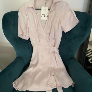 Σατινε Φόρεμα Κρουαζε Ροζ Ανοιχτό XS