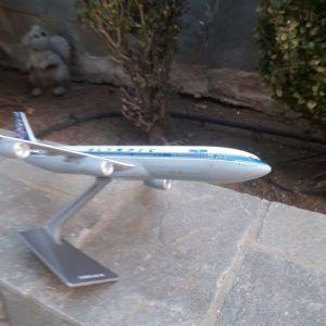 Αεροπλάνο μοντελο AIRBUS A340-300 της ΟΛΥΜΠΙΑΚΉΣ ΑΕΡΟΠΟΡΙΑΣ σε κλίμακα 1:200.