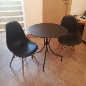 καρεκλες με πλαστικο και ξυλο + τραπεζι μεταλλικο