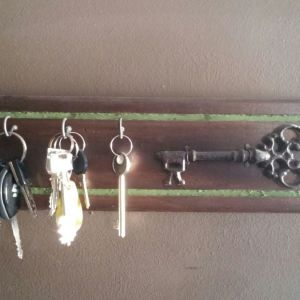 Βάση για κλειδιά ξύλινη