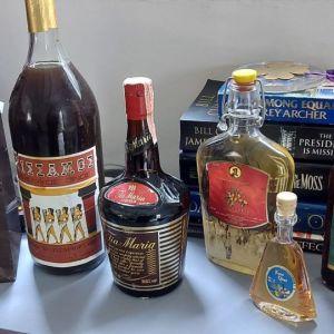Παλιά σφραγισμένα ποτά 4 τεμάχια δωρο ένα παλιό κρασι.