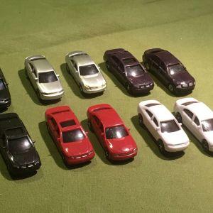 10 μινιατούρες ΙΧ αυτοκινήτων σε διάφορα χρώματα στη κλίμακα 1:87 HO