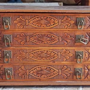 παλιό ξύλινο κουτί για μαχαιροπήρουνα