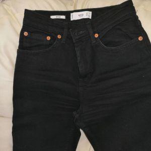 Γυναικείο παντελόνι τζιν MNG S νουμερο