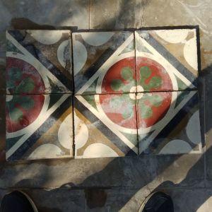Πωλούνται παραδοσιακά κουφώματα (πόρτες) και πλακάκια παλαιού τύπου