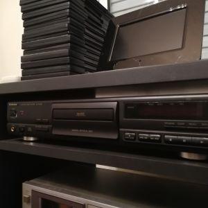 Ενισχυτής JVC rs5, με 2 cd player technicks και grundig. Δώρο μικτής tele, κασετόφωνο και πικ απ.