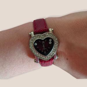 Ρολόι καρδούλα με δερμάτινο μπορντώ λουράκι