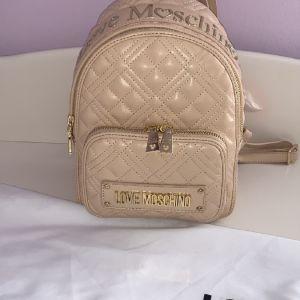 Σακίδιο πλάτης μικρό καπιτονέ LOVE MOSCHINO  JC4009PP1ALA0107