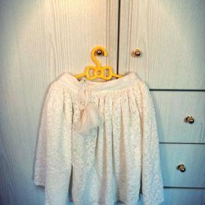 Φούστα πλούσια με δαντέλα, φερμουάρ και φιόγκο στο πλάι 5-6 ετών