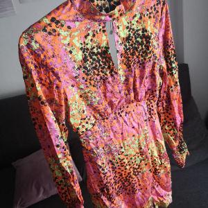 φόρεμα σατέν καινούργιο small με άνοιγμα