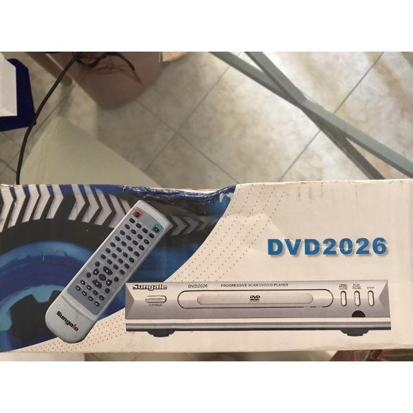 DVD + remote control.  olokenourgio sto kouti. den anichtike pote