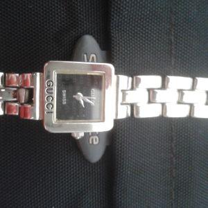 Γυναικείο ρολόι βραχιόλι από ανοξείδωτο ατσάλι της Gucci Gucci από την Ελβετία