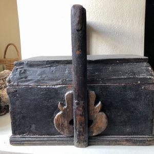 Παλιό ξύλινο μπαουλάκι