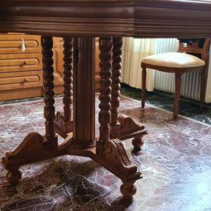 Τραπεζαρία με καρέκλες