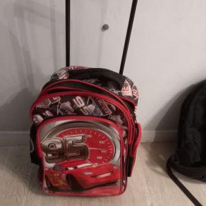 Σχολική τσάντα σε άριστη κατάσταση για δημοτικό σχολείο