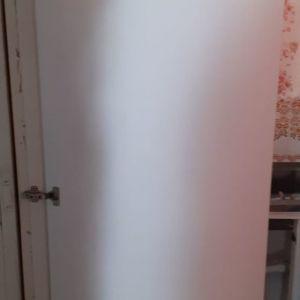Λευκή ξύλινη πόρτα ύψος 1.85, πλάτος 0.68, άριστη κατάσταση