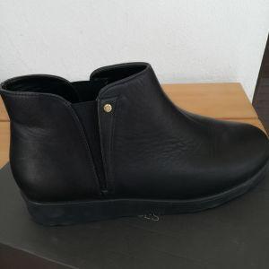 Επώνυμα Παπούτσια Mourtzi