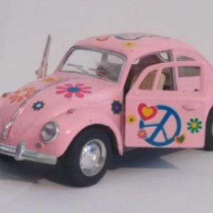 """Volkswagen beetle  classic 1967   PINK """"I LOVE MY BEETLE"""" COLLECTIBLE MODEL CAR Scale 1/32"""