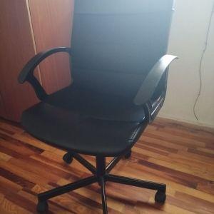 Καρέκλα με ροδακια