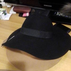 καπέλο μαύρο αγορασμενο από Παρίσι γυναικείο χειμωνιάτικο