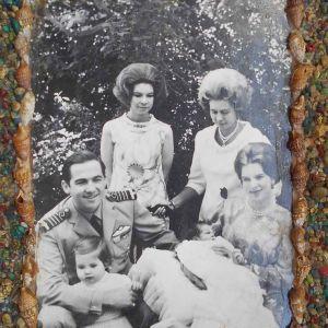 Φωτογραφία της Βασιλικής Οικογένειας (Origilal), σε Καδράκι Ιδιοκατασκευή, Διαστάσεων 18,5Χ24,5 cm.