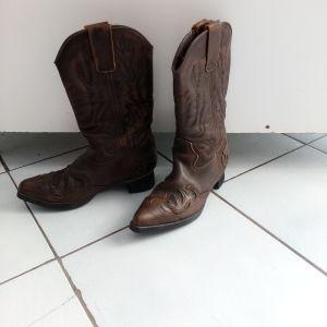Γυναικείες μπότες δερμάτινες σε άριστη κατάσταση