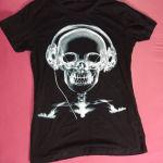 Μαύρη μπλούζα με νεκροκεφαλή
