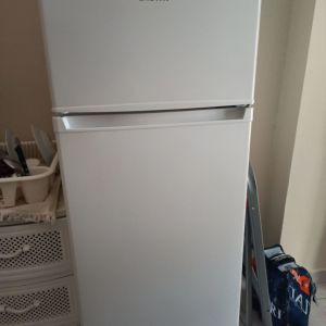Πωλείται ψυγείο δίπορτο σχεδόν καινούργιο